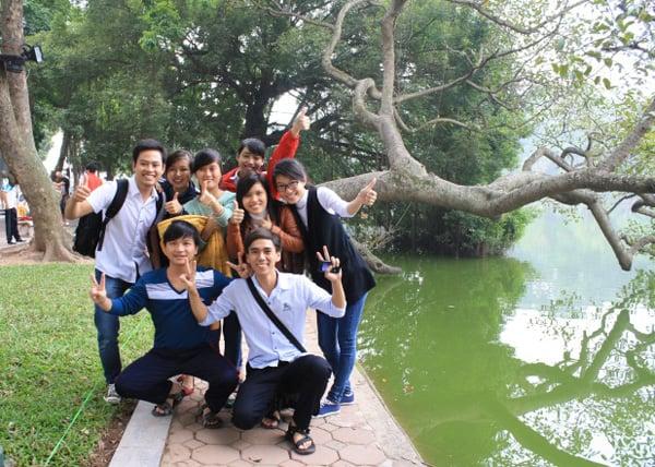 005 hanoi studenten bij hoan kiem lake
