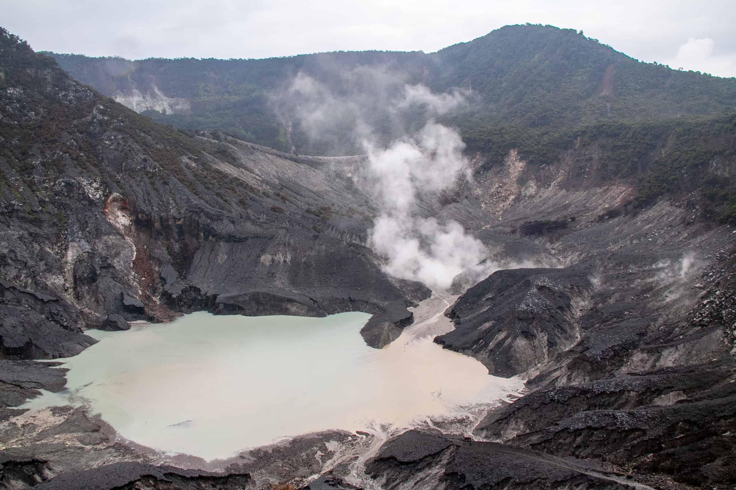 Tangkuban Perahu vulkaan