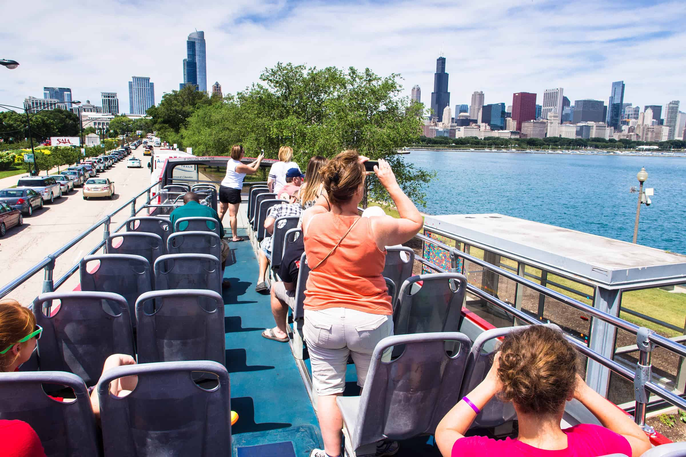 Hop-on, Hop-off bus tour in Chicago