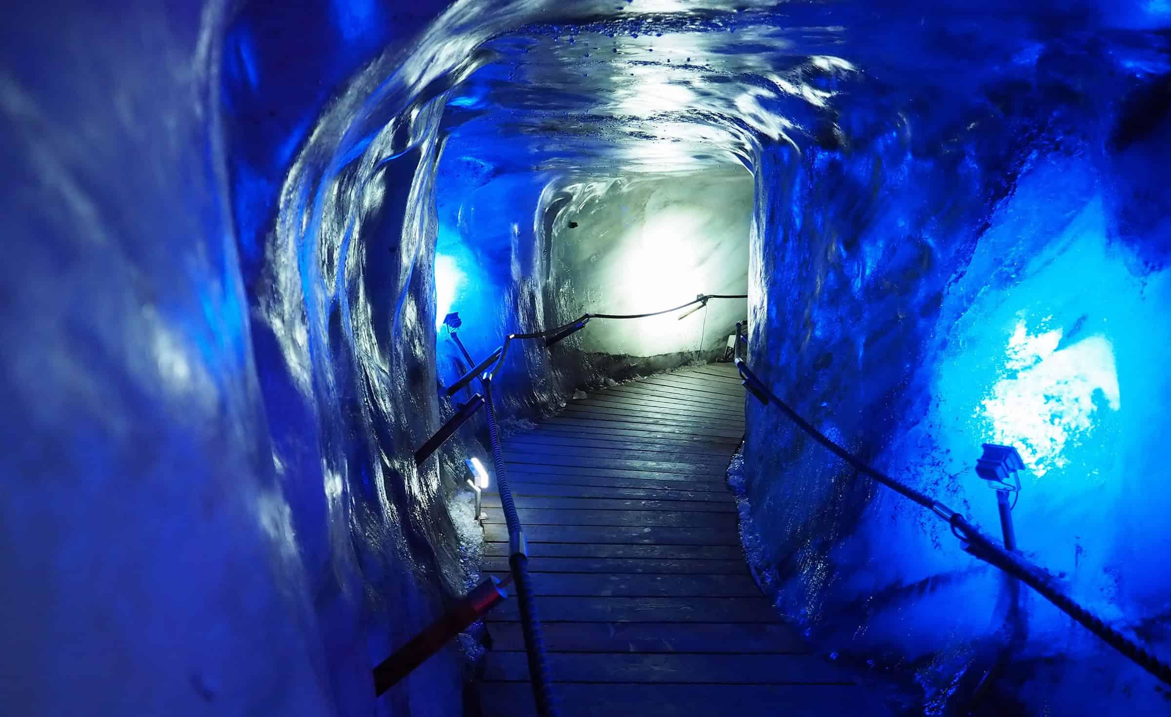 Schitterende kleuren in de ijsgrot