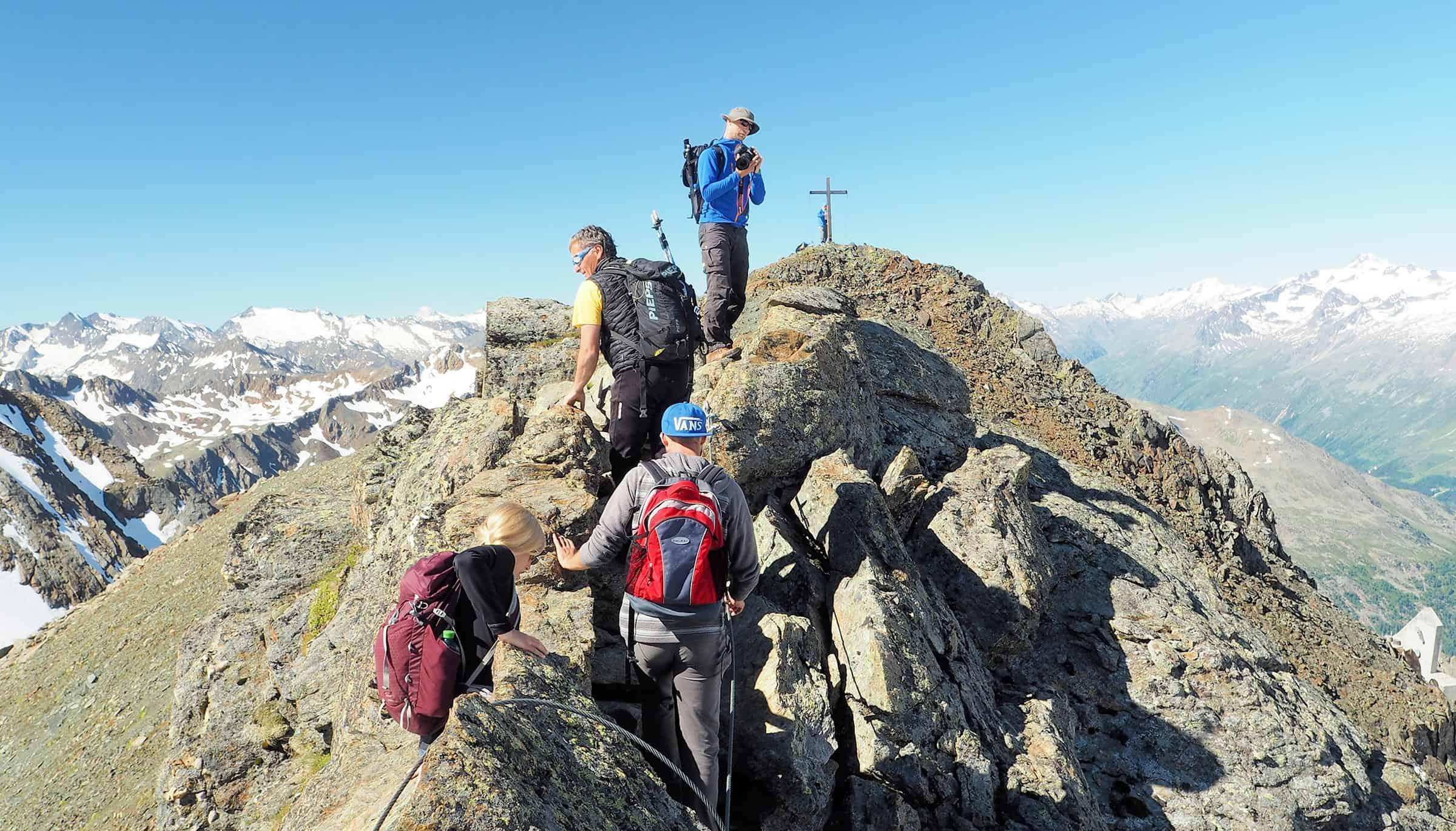 Op weg naar een van de vele bergtoppen