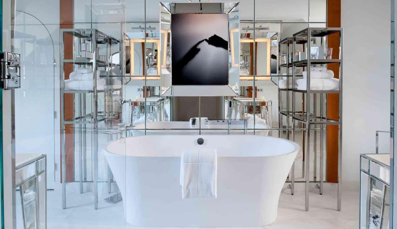 Deze badkamers zijn groter dan je appartement reisvormen
