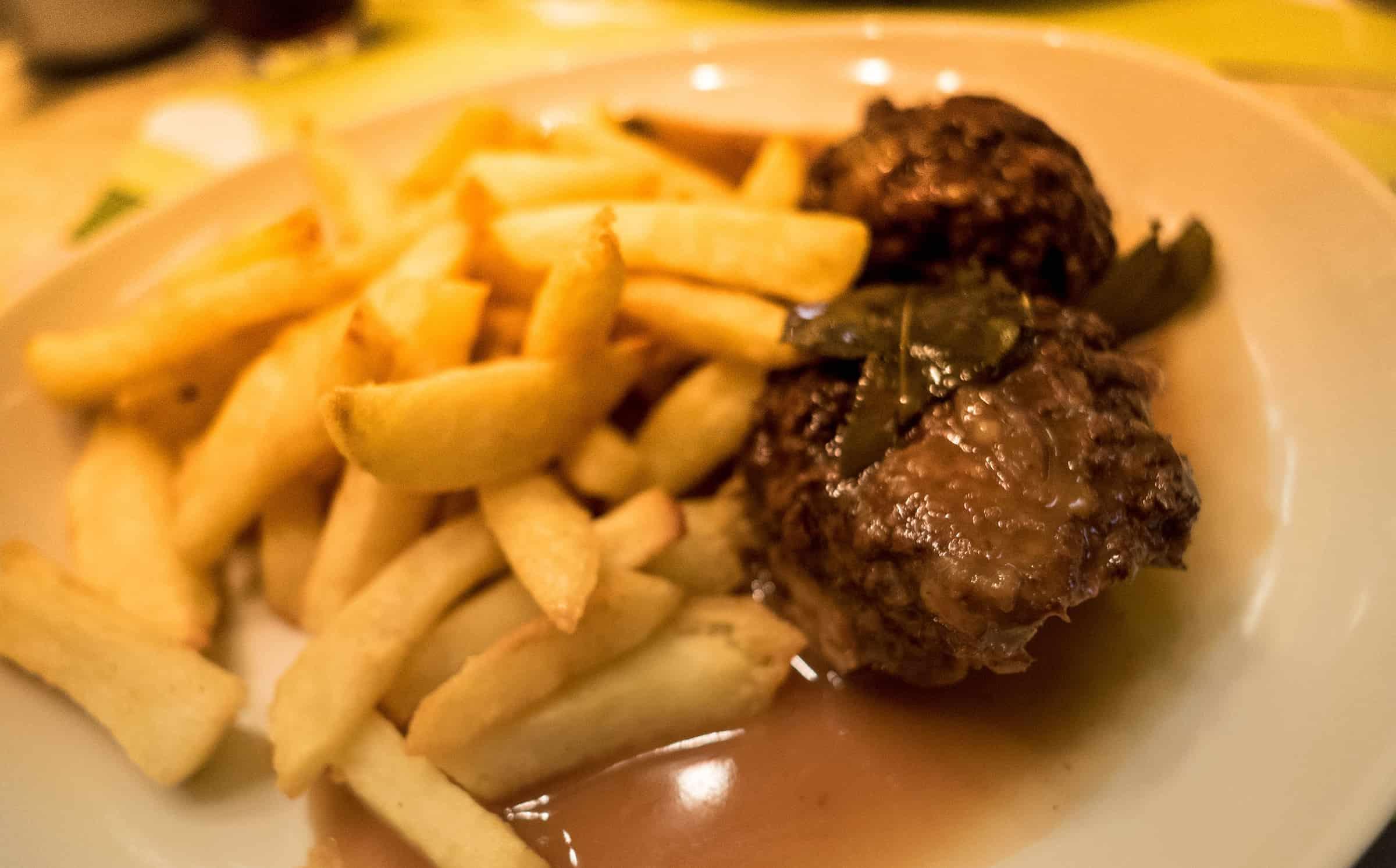 Boulets met friet bij Lequet 1