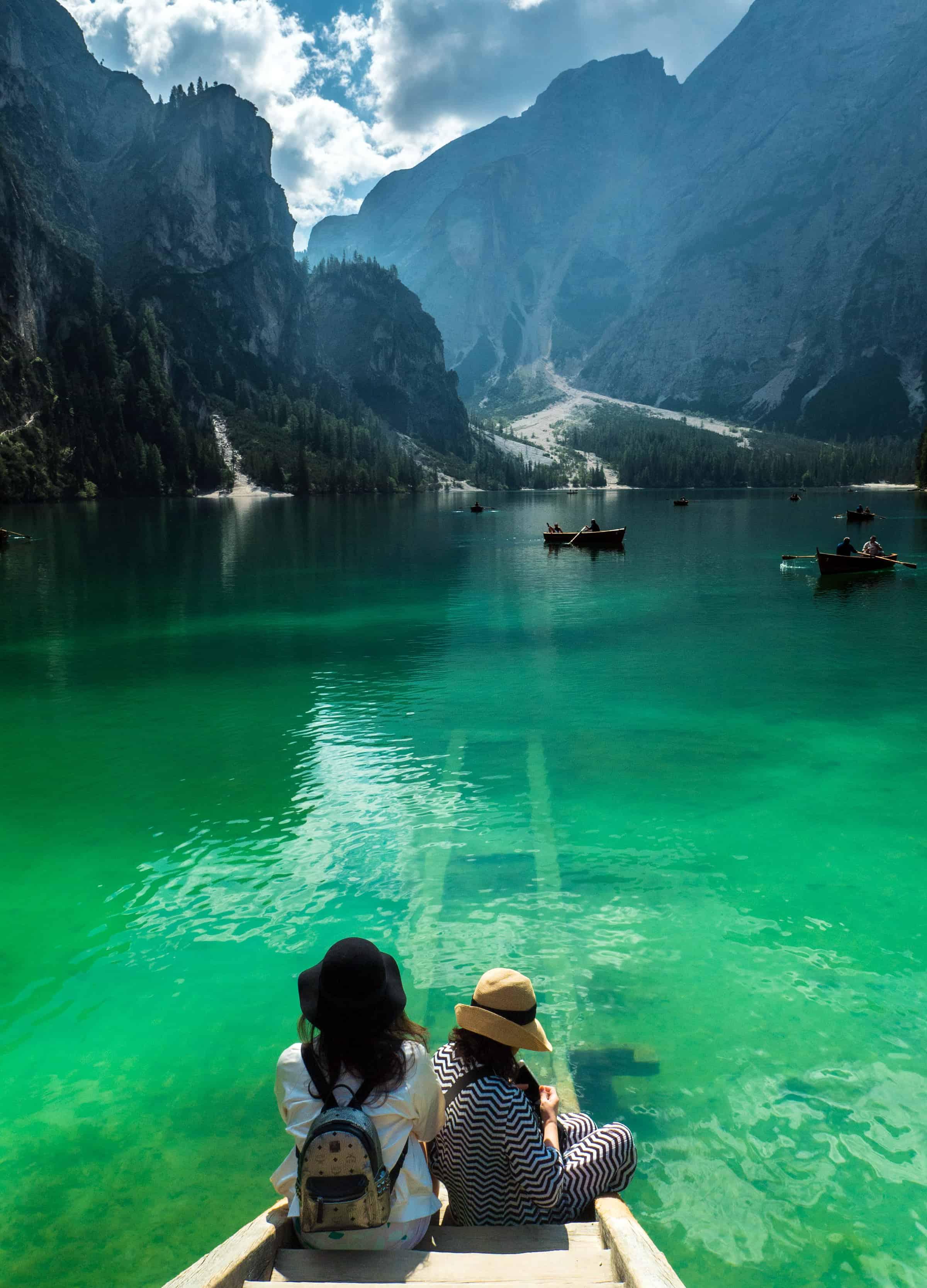 Kraakhelder water van Lago di Braies