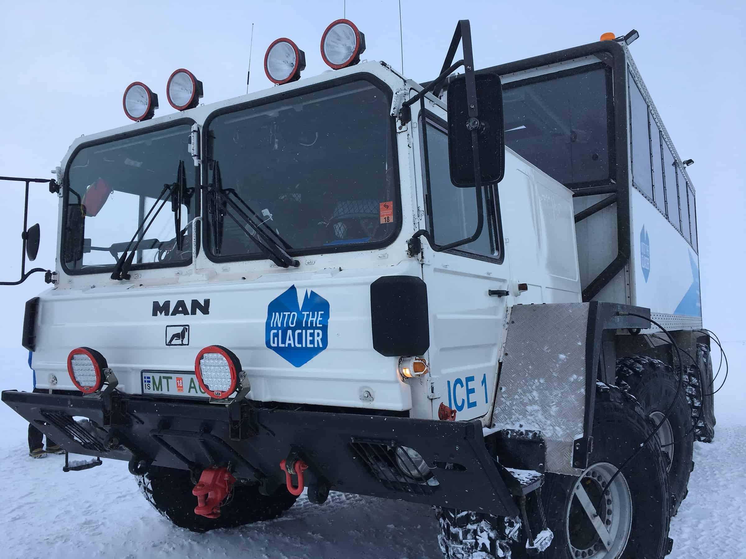 Met deze enorme wagens rij je naar de gletsjer